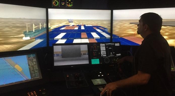 Les pilotes de Houston suivent une formation sur les navires Post Panamax au CSEM