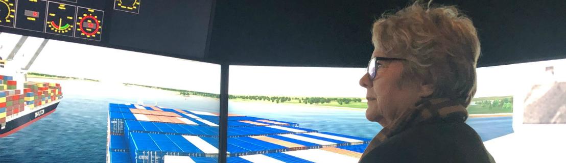 La ministre des Transports Chantal Rouleau visite le Centre de simulation et d'expertise maritime (CSEM)